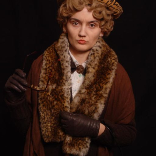 wyzsza szkola artystyczna, malarstwo w scenografii, kostium i rekwizyt sceniczny, postarzanie, charakteryzacja