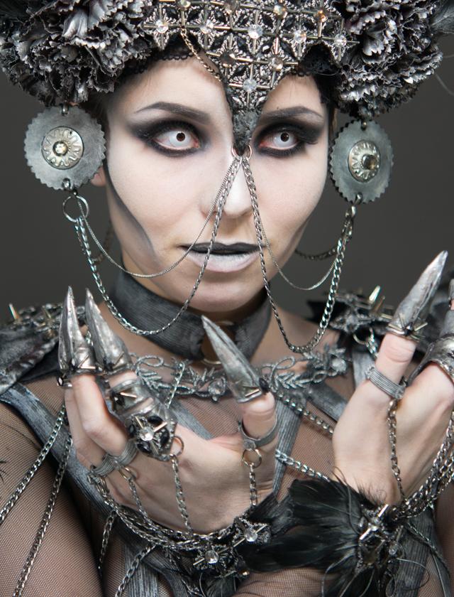 wyzszaszkolaartystyczna, kostium, charakteryzacja, demon, aniol, scena, pokaz, targi