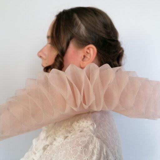 różowa kryza kostiumografia