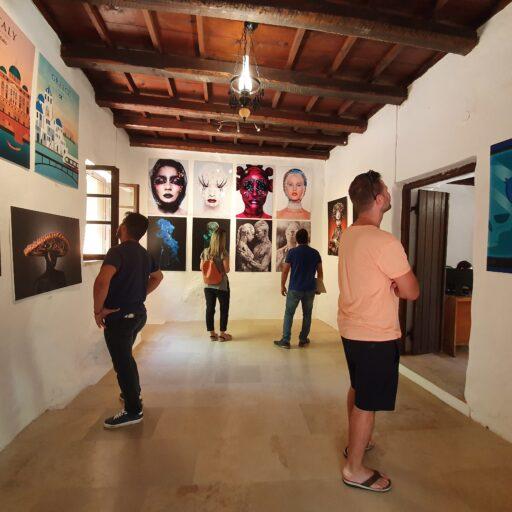 Wystawa dyplomów w Muzeum El Greco na Krecie